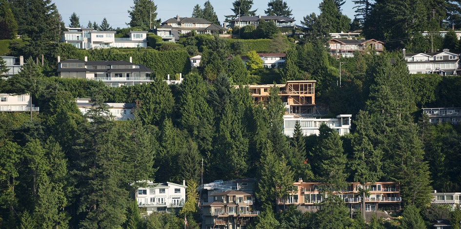 Cooling Canadian housing market poses little threat to financial stability